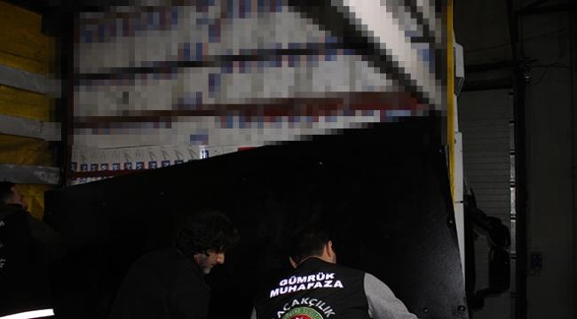 Tıra gizlenmiş 18 bin paket kaçak sigara ele geçirildi