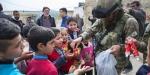 Mehmetçik Afrinlilerle yakından ilgileniyor