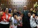 Down sendromlu çocuklar kupalarını Cumhurbaşkanı Erdoğan'a takdim etti