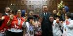 Down sendromlu çocuklar kupalarını Cumhurbaşkanı Erdoğana takdim etti