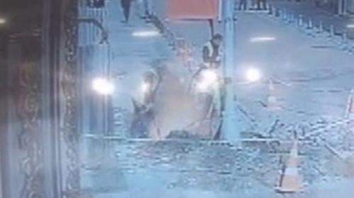 İstanbulda kazı yapan işçiler ölümden döndü
