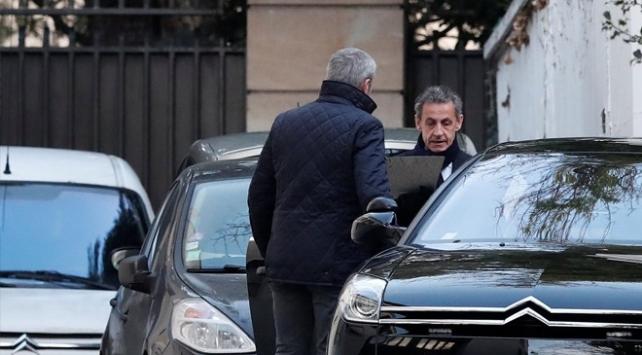 Gözaltına alınan Sarkozynin sorgusu sürüyor