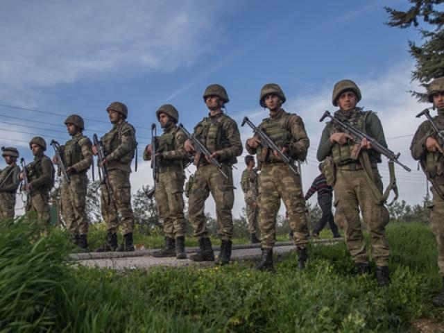 Türk komandosu savaş mağdurlarının umudu oldu
