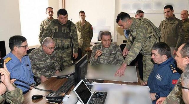 Genelkurmay Başkanı Akar Hakkarideki birlikleri denetledi