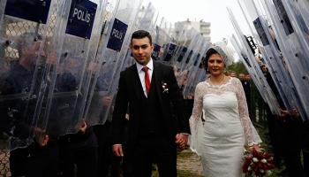 Polis memuru, kendisini kaza ile vuran meslektaşıyla evlendi
