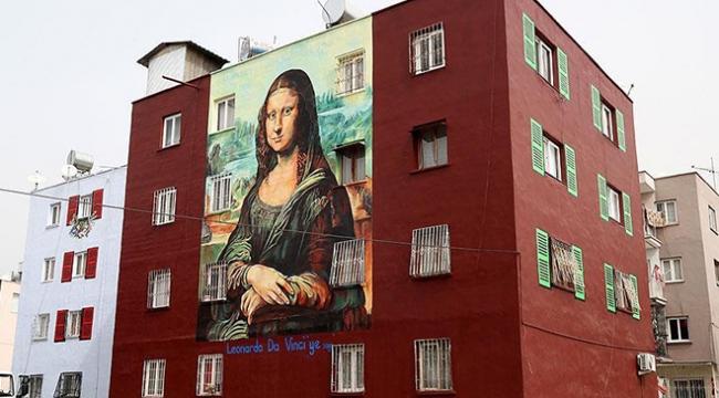Da Vincinin Mona Lisası bina duvarında