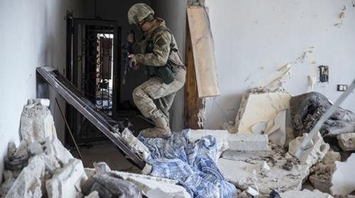 Mehmetçik Afrinde teröristlerin ana karargah binasını buldu