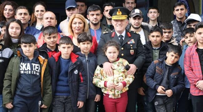 Azerbaycanlı şehit çocuklarından jandarmaya ziyaret