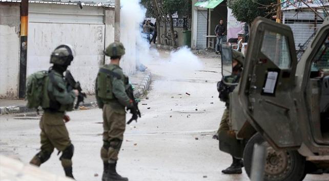 İsrail askerleri 4 Filistinliyi gerçek mermilerle yaraladı