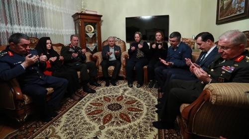 Başbakan Yıldırım ve Akardan şehit Ustanın ailesine taziye ziyareti