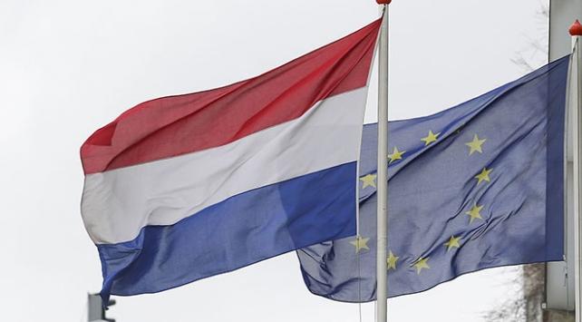 Hollanda, 2 Rus diplomatı sınır dışı ediyor