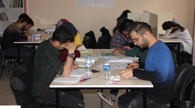 Hakkaride gençler geleceğe belediyenin kurslarında hazırlanıyor