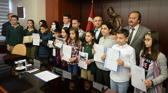 Öğrenciler TSK Güçlendirme Vakfına bağış yaptı