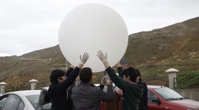 Uzay balonu Afrin şehitleri için havalandı