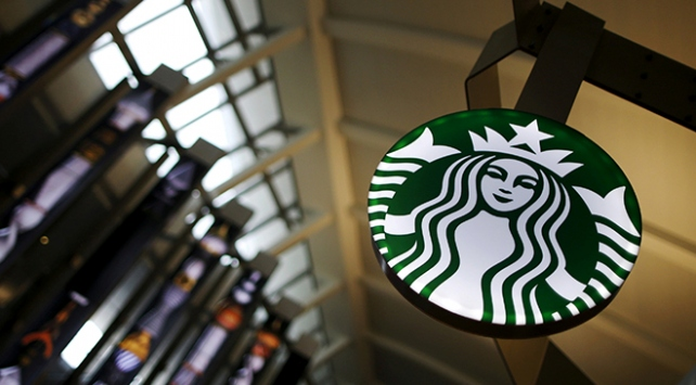 """Starbucks, ürünlerine """"kanser uyarısı"""" koyacak"""