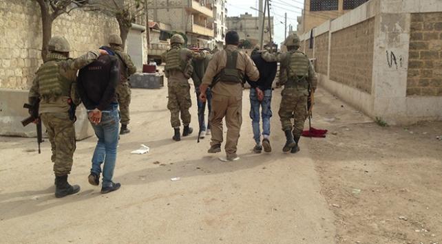 Afrinde teröristler sivilleri tekbir sesleriyle kandırdı