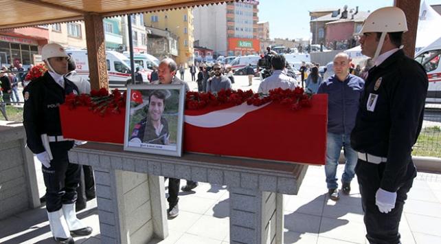 Şehit UMKE görevlisi Burak Tatarı Erzurumda binlerce kişi uğurladı