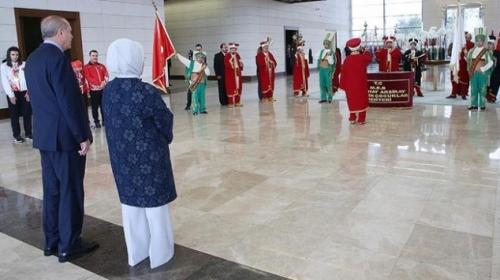 Cumhurbaşkanı Erdoğan'a otizmli öğrencilerden mehteranlı karşılama