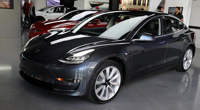 Tesla, üretimi hızlandırıyor
