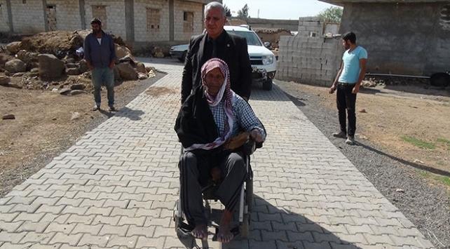 Evlerinden çıkamayan engelliler için özel yol yapıldı