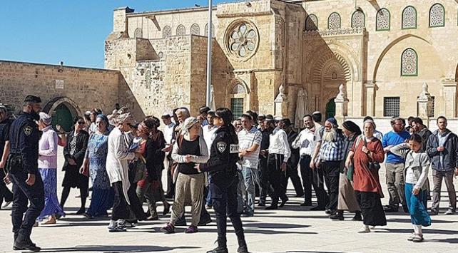 Fanatik Yahudiler yine Mescid-i Aksayı bastı