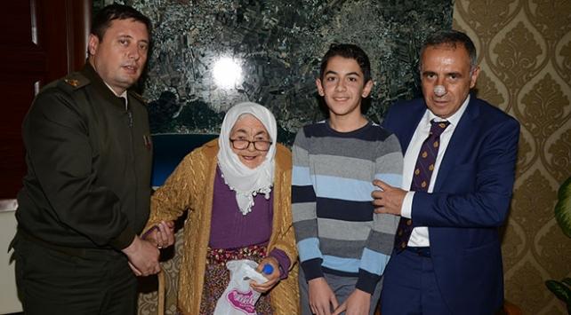 92 yaşındaki Döndü Nine maaşını Mehmetçiğe başladı