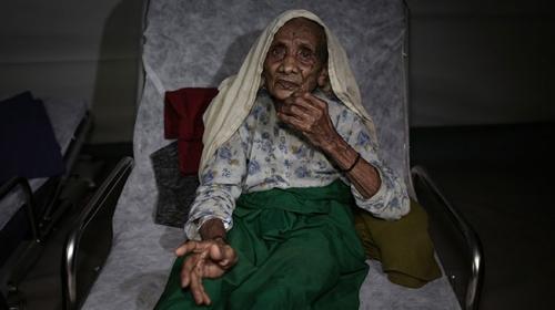 120 yaşındaki Arakanlı kadın Türkiye'nin desteğiyle hayata tutundu