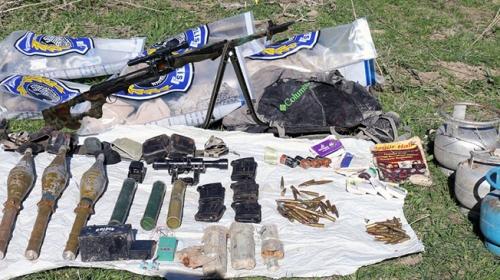 Muş'ta PKK/KCK'ya ait çok sayıda silah ve mühimmat ele geçirildi