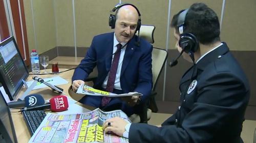 İçişleri Bakanı Soylu Polis Radyosu'na konuk oldu, haber sundu
