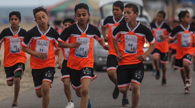 Gazzeli çocuklar işgal altındaki toprakları için koştu