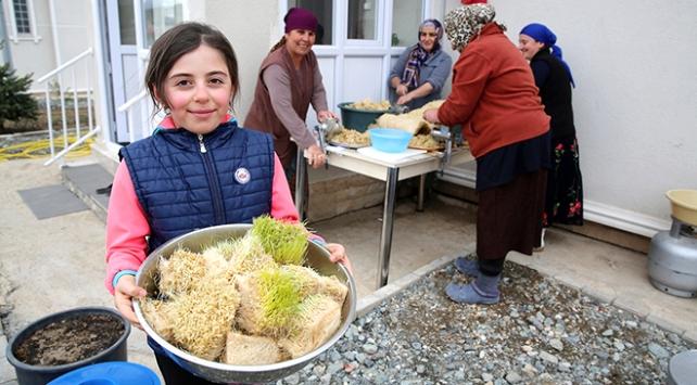 """Ahısıka Türklerinin bahar geleneği: """"Sümelek"""" tatlısı"""