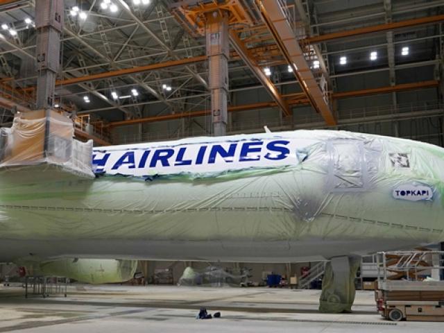 THY uçakları, 350 litre boyayla ilk günkü görünümüne kavuşuyor