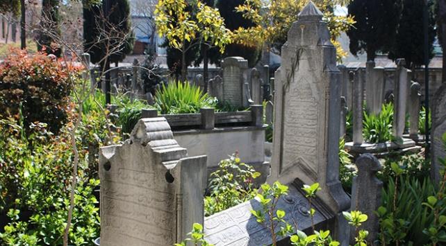 Osmanlının zarafet vesikaları: Mezar taşları