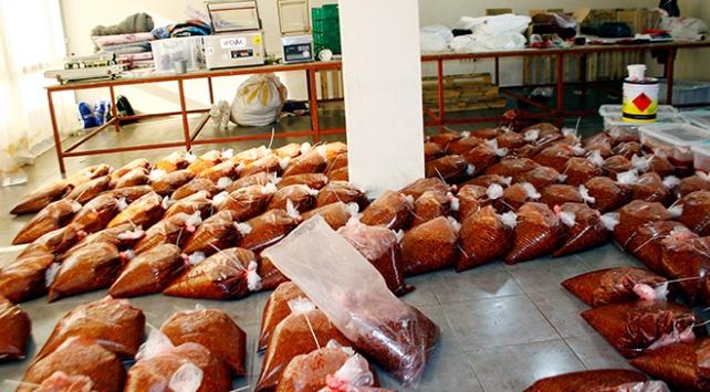 İzmirde 5,5 ton kaçak nargile tütünü bulundu