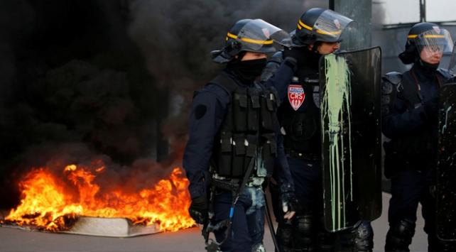 Fransada hükümet karşıtı gösteriler devam ediyor