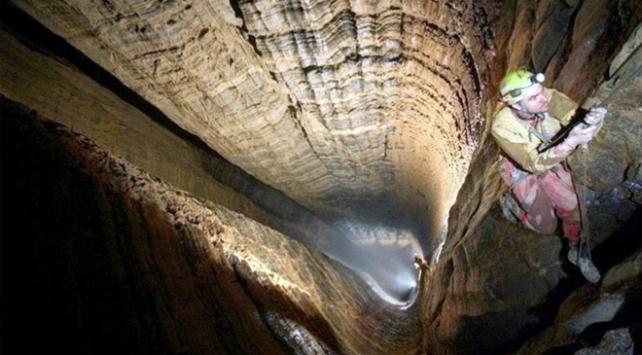 Rus mağarabilimciler dünyanın en derin mağarasına indi