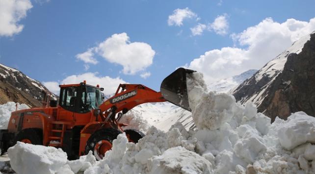 Ovit Dağında karla mücadele baharda da devam ediyor