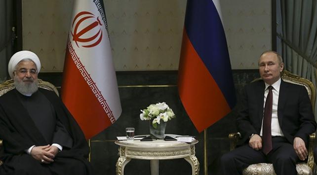 Putin, Ruhani ile Suriyeyi görüştü