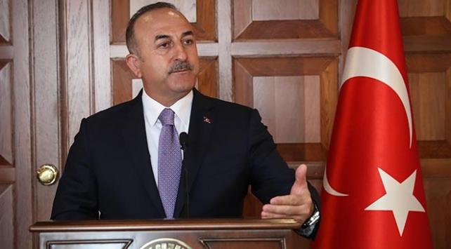 Dışişleri Bakanı Çavuşoğlundan Macronun açıklamalarına tepki