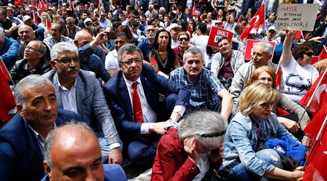 CHPden OHALe karşı oturma eylemi