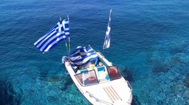 Yunanistandan bayrak krizi açıklaması