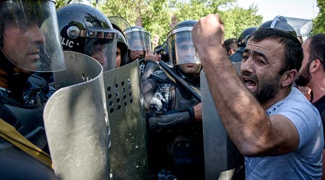 Ermenistanda binlerce kişi sokağa çıktı