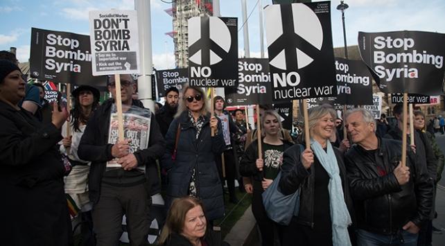 İngilterede Suriye operasyonu protestosu