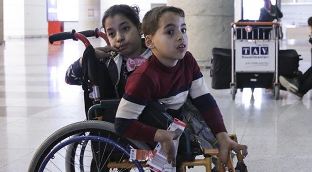 Filistinli engelli kardeşler tedavi için Türkiyeye geldi