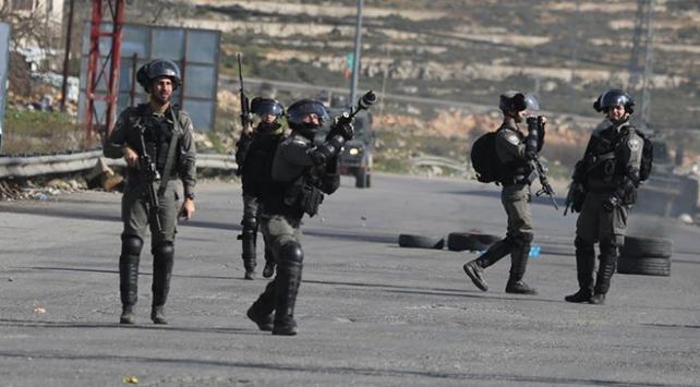 İsrailin zulmü devam ediyor: 8 Filistinli gözaltında