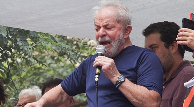 Brezilyada eski Devlet Başkanı Lulanın apartman dairesinde destek eylemi