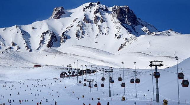 Bu sezon Erciyeste 2 milyon 250 bin kişi kayak yaptı