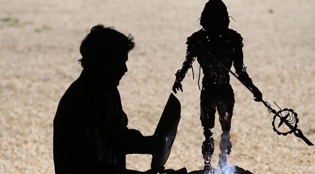 7 bin parça metalden Venüs adlı eserini hazırladı