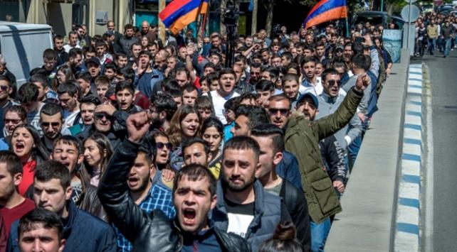 Ermenistanda Sarkisyana karşı gösteriler yayılıyor