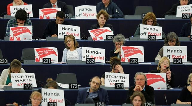 Avrupa Parlamentosu üyelerinden Macrona Suriye protestosu